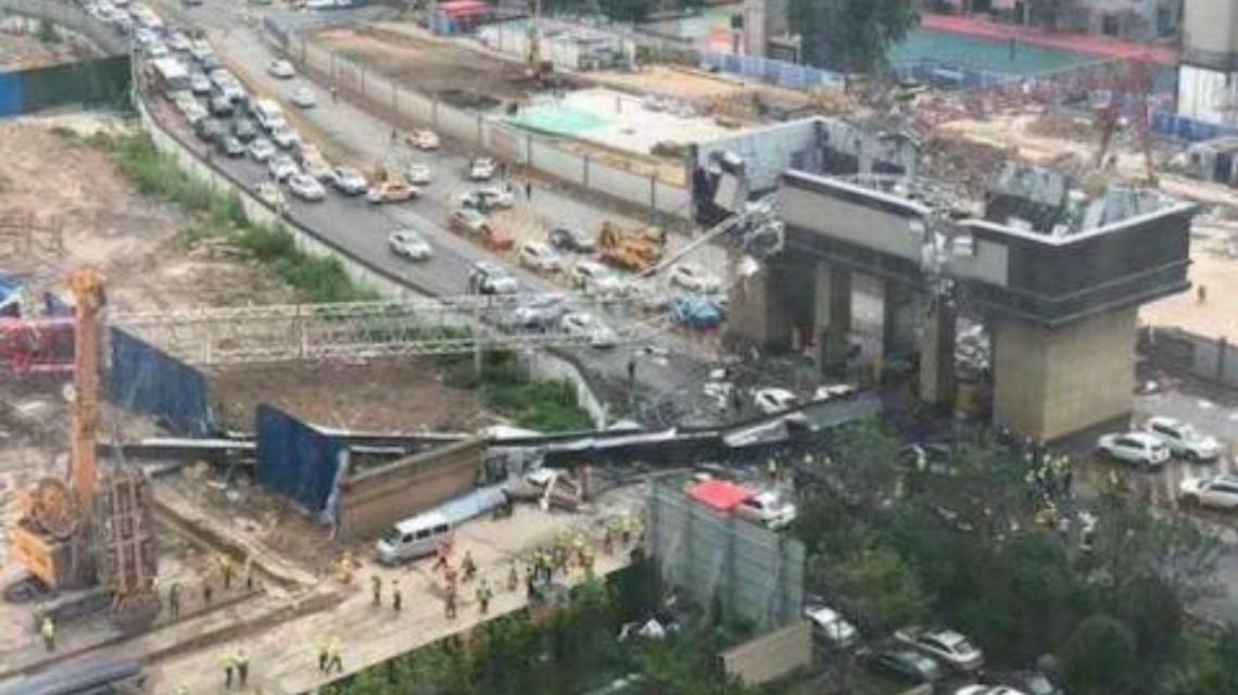 (手机赚钱)武汉工地塔吊倒塌,现场有人员受伤