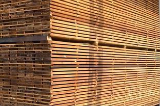 炭化木室外能用多少年 炭化木和防腐木的区别